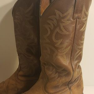 Ariat heritage distressed cowboy boot
